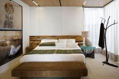 Galeria de Syshaus / Studio Arthur Casas - 18 Modern Prefab Homes, Prefabricated Houses, Modular Homes, Bedroom Carpet, Bedroom Wall, Bedroom Lamps, Bedroom Chandeliers, Wall Lamps, Bedroom Lighting