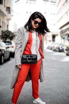 traje-rojo-redoute-jw-anderson-pierce-bag-adidas-stan-smith-streetstyle-myblueberrynightsblog11