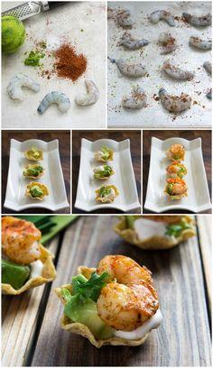 Shrimp Taco Bites:Precaliente el horno a 375 grados F. Rocíe una bandeja para hornear grande o bandeja de horno con aceite en aerosol para cocinar o spray de aceite de oliva, a un lado. Combine ½ cucharadita de sal, la ralladura de limón y el chile en polvo en un tazón pequeño. Espolvorear todo el camarón crudo. Coloque los camarones en la bandeja de horno y rocía con el aceite en aerosol para cocinar palo o spray de aceite de oliva. Hornear durante 5-8 minutos o hasta que los camarones…