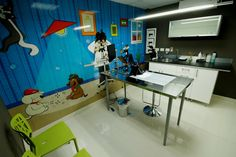 Idea clinica veterinaria PETCARE by Leon Guerra Design And Construction Dog Design, Wall Design, Dog Spa, Pet Clinic, Hospital Design, Best Architects, Pet Store, Amazing Architecture, Desk