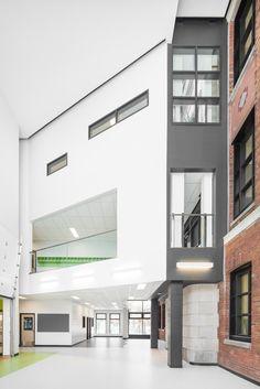 Barclay School Expansion / NFOE et associés architectes  Montréal, QC H3N, Canada
