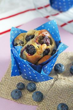 Healthy Oat & Blueberry Blender Muffins Delicious and super healthy, these gluten free Oat & Blueberry Blender Muffins are so easy to make and nutritious enough to have for breakfast! Healthy Muffin Recipes, Blender Recipes, Healthy Treats, Healthy Baking, Baby Food Recipes, Breakfast Recipes, Cooking Recipes, Healthy Food, Healthy Kids