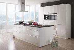 #Küche in Weiß #Kücheninsel www.dyk360-kuechen.de