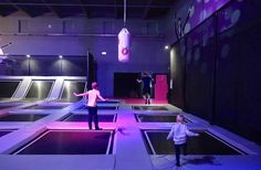 Sprungraum in Berlin-Tempelhof. Ein sportlicher Spaß für die ganze Familie.