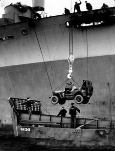 Transhipment on the PA13-2 LCM of a Jeep HQ of the 2nd Bn, 12th Inf.Regt, 4th ID since the US USS Joseph T. Dickman (APA-13) Marking of the Jeep: 4-12 2HQ