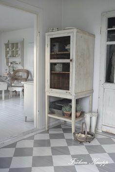 ♅ Dove Gray Home Decor ♅ grey and white checkerboard floor