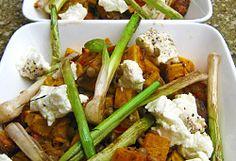 Roasted Butternut Salad with Brown Lentils Photo : Jackie Cameron Brown Lentils, Roasted Butternut, Feta, Green Beans, Salad Recipes, Salads, Chicken, Vegetables, Wedding