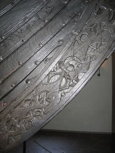 Detail - The Oseberg ship is a well-preserved Viking ship discovered in a large burial mound at the Oseberg farm near Tønsberg in Vestfold county, Norway. Art Viking, Viking Life, Viking Ship, Viking Dragon, Gripping Beast, Medieval, Norwegian Vikings, Germanic Tribes, Old Norse