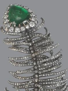 An antique emerald and diamond feather brooch, circa The stylised peacock plume with articulated rose-cut diamond feathered barbs, surmounted by a detachable cabochon emerald and old brilliant-cut diamond pear-shaped cluster, mounted in silver and gold. Plastic Jewelry, Old Jewelry, Antique Jewelry, Jewelery, Vintage Jewelry, Fine Jewelry, Robins, Emerald Jewelry, Royal Jewelry