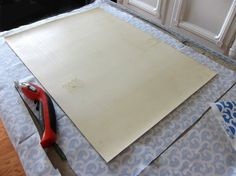How To Make A Custom Rug Out of Fabric Make an area rug using fabric and vinyl flooring scraps. Easy DIY that will add color and style to How To Make A Custom Rug Out of Fabric Make an area rug using fabric and vinyl …How To Make A Custom Rug Out … Home Crafts, Diy Home Decor, Kids Crafts, Easy Crafts, Homemade Rugs, Cocina Diy, Crafts For Teens To Make, Fabric Rug, Diy Carpet