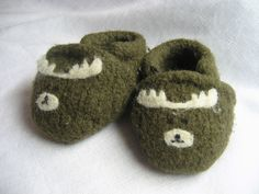 Ravelry: Felted baby slippers pattern by Jenn Maple