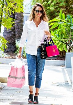 Casual button-down shirt + boyfriend jeans is the perfect off-duty look for Jessica Alba // chic mom style