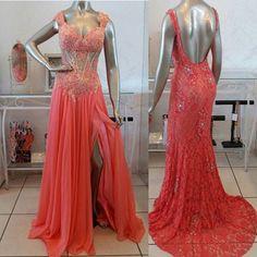 A inspiração de hoje são esses vestidos coral, qual seu preferido?Tule ou renda?Dresses @dearbloja#itgirlsbrazil #dearbloja #dress #vestido #longos #coral #fashion #fblogger #vestidos #batalhadelooks #inspiração #love #follow #linda #madrinhas #formandas #casamento #festa #ootd #night #boanoite 💓