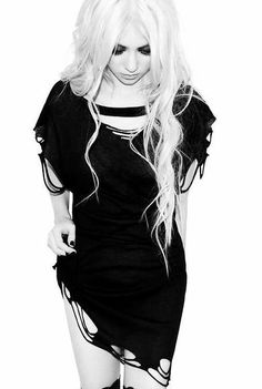 Taylor Momsen. Just gonna go out and say it, she's so hot XD the pretty reckless, stunning, skinny, perfection, little j, gossip girl, jenny humphrey, gothic, punk, tomboy style, long blonde hair, dark makeup,