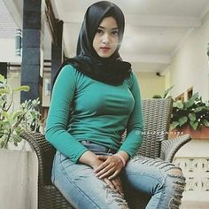 jilboob hot sexy at DuckDuckGo Beautiful Muslim Women, Beautiful Hijab, Beautiful Asian Girls, Beautiful Outfits, Muslim Fashion, Hijab Fashion, Modern Hijab, Islamic Girl, Hijab Chic