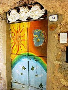 Valloria, the Italian village with painted doors