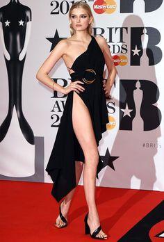 Lily Donaldson no red carpet do Brit Awards 2016