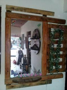 Espejo con narco de madera reutilizada