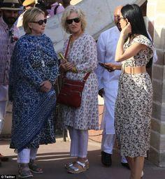 6b00260fd5 Hillary Clinton hides broken wrist under a shawl and custom kurta