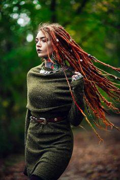 Dreadlocks Girl, Beautiful Dreadlocks, Dreadlock Hairstyles, Action Poses, Hippie Outfits, Fantasy Girl, Ulzzang Girl, Pretty Woman, Redheads