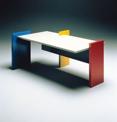 Furnishings: Mondrian furnishings like the rest of the house are composed of the primary colors and have smooth, flat surfaces, and are made of geometric shapes like this table. Bauhaus Furniture, Art Furniture, Furniture Design, Bauhaus Interior, Luxury Furniture, Design Bauhaus, Bauhaus Style, Piet Mondrian, Memphis Design