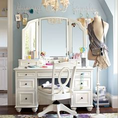 I want a mirror like that for my vanity. // would love a vanity