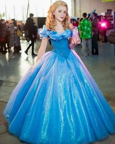 THIS is a seriously amazing cosplay of the newest Cinderella