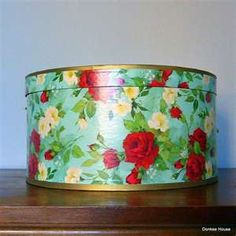 Vintage Wallpaper Hat Box  -  love the turquoise with red