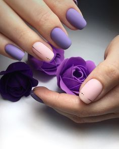 The advantage of the gel is that it allows you to enjoy your French manicure for a long time. There are four different ways to make a French manicure on gel nails. Minimalist Nails, Purple Manicure, Pink Nails, Nails Polish, Toe Nails, Nail Nail, Acrylic Nail Designs, Nail Art Designs, Nails Design