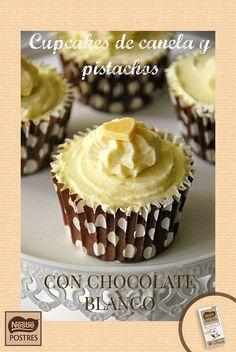 Cupcakes de canela y pistachos con chocolate blanco