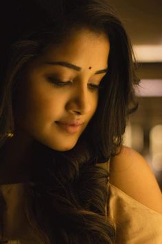 Anupama Parameswaran Latest HD pictures and wallpapers - NatoAlpabet Indian Film Actress, South Indian Actress, Beautiful Indian Actress, Indian Actresses, Photography Poses Women, Girl Photography, Real Beauty, Beauty Women, Beauty Makeup