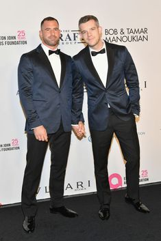 Russell Tovey and Steve Brockman attend the Elton John AIDS Foundation Commemorates Its Year And Honors Founder Sir Elton John During New York Fall Gala at Cathedral of St. John the Divine on. Mens Hairstyles Pompadour, Russell Tovey, Sexy Gay Men, Bear Men, Cute Gay Couples, Man Photo, City Photo, Well Dressed Men, Celebs