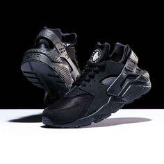 Nike Huarache Triple Black Restock
