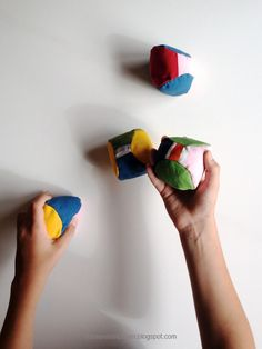 schaeresteipapier: Spielbälle - selbst gemacht Christmas Colors, Toys, Ann, Live, Children, Fabric Hearts, Dressmaking, Kids Diy, Sew Toys