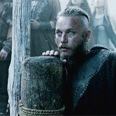 Ragnar Asfrid (Travis Fimmel) - The clairvoyant Vikings Travis Fimmel, Travis Vikings, Ragnar Lothbrok Vikings, Lagertha, Vikings Tv Show, Vikings Tv Series, Roi Ragnar, Ragnar Lothbrook, History Channel
