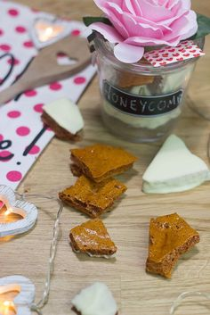 A super easy Valentine treat – Honeycomb recipe made to taste like one of my all time favourite chocolate bars.. (drum roll) CRUNCHIES CHOCOLATE BAR!
