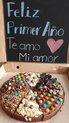 para el Thin Hair Cuts what is hair thinning by cutting Brownie Pizza, Cookie Pizza, Köstliche Desserts, Delicious Desserts, Chocolate Chip Pizza, Candy Cakes, Dessert Decoration, Diy Gifts For Boyfriend, Love Cake