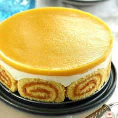 Peach jelly with cottage cheese Charlotte cake Hungarian Desserts, Hungarian Recipes, Köstliche Desserts, Delicious Desserts, Dessert Recipes, Charlotte Cake, Kolaci I Torte, Chocolate Cake Recipe Easy, Cakes And More