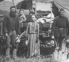 History inspiration: The Oregon Trail pioneers inspired the creation of my novel, BETWEEN HEAVEN & HELL. ~*~ The Commons Getty Collection Galleries Us History, American History, Strange History, Asian History, Tudor History, History Facts, History Photos, British History, Ancient History
