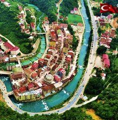 Çaykara/Trabzon/// Çaykara, Trabzon ilinin ilçesidir. İlin önemli turistik yerlerinden Taşkıran ve Uzungöl bu ilçede bulunur. İl merkezine 76 km uzaklıktadır.