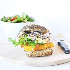 Burger mit fleischfreiem Schnitzel