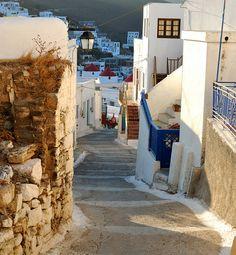 Narrow Street, Dodecanese Islands, Greece  photo via manoelwilliam