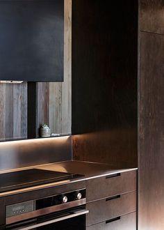 PAPAMOA BEACH HOUSE - kitchen New Zealand Architecture, Interior Architecture, Interior Design Kitchen, Interior Decorating, Latest Kitchen Designs, Recessed Downlights, Delta Light, Beach House Kitchens, Lighting Solutions