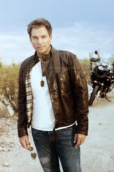 who doesnt love a little tony dinozzo from ncis?