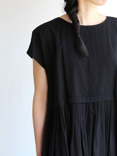 Smock dress in black - inspiration for a easy diy on sewing.