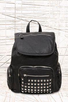 DEAL HUNTING: STUDDED BLACK BAG | bevogued blog