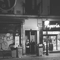 Los lunes noche aquí se trabaja. #malasaña by silviakorbi