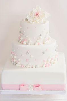 Elegante Hochzeitstorte  im Farbschema rosa, weiß, silber von www.suess-und-salzig.de Beautiful Cakes, Vanilla Cake, Fondant, Cake Recipes, Wedding Cakes, Wedding Dresses, Desserts, Cakepops, Muffins