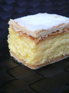 An easy vanilla custard slice recipe made with a biscuit base and topped with a classic pink icing! This is just like a bakery-bought vanilla slice! Baking Recipes, Cookie Recipes, Dessert Recipes, Custard Slice, Vanilla Custard, Custard Tart, Vanilla Sugar, Kolaci I Torte, Just Desserts
