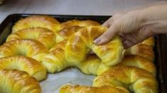 makker Easy Bread Recipes, Home Baking, Ciabatta, Hot Dog Buns, Bagel, Doughnut, Food And Drink, Easy Meals, Vegetarian